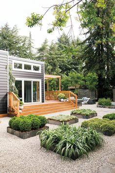 Minimalistischer Garten Im Quadrat Mit Kleinen Beeten Und Zierkies