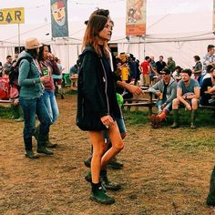 Spotted: Alexa Chung at Glastonbury wearing the Hunter Original Chelsea boots from the A/W14 LFW show collection