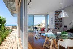 Imposing contemporary home on the Mediterranean Sea