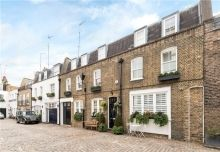 We are delighted to be selling a striking gated mews house offering privacy and security on Albion Close, Hyde Park