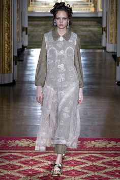 Simone Rocha Fall 2016 Ready-to-wear kolekce fotografií - Vogue