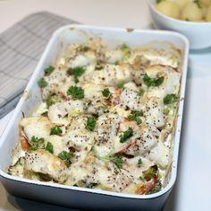 Alt-i-ett-form med grønnsaker og fisk — Hege Hushovd Main Meals, Pasta Salad, Potato Salad, Cauliflower, Food And Drink, Dinner, Vegetables, Ethnic Recipes, Crab Pasta Salad