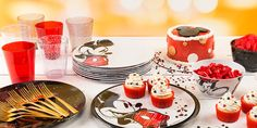 Mickey and Minnie Mouse are Disney's classic couple, loved by the young and the young at heart. Bring these household names to your table, or take them on the go.