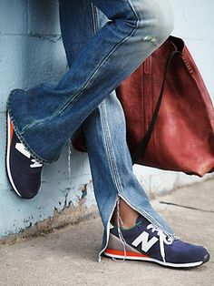 distressed denim and sneaks // Casual Chic Rock Style, Style Me, Denim Fashion, Look Fashion, Womens Fashion, Fashion Trends, Net Fashion, Nb Sneakers, Denim Sneakers