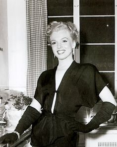 Marilyn during the filming of The Fireball, 1950.