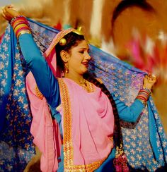 dance of punjab Folk Dance, Punjab Culture, India And Pakistan, Indian Wear, Indian Style, Just Dance, Indian Outfits, Indian Fashion, Amor