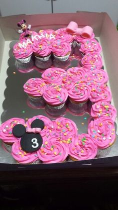 Number 3 Minnie Mouse pull apart cupcakes