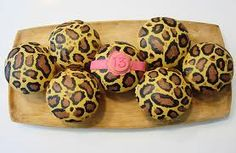 Happy Easter...Love the leopard eggs!  (Cupcake Envy)
