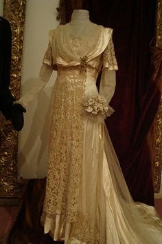 ~Wedding Dress, fan and shoes. From Eckert & Bressol house, 32 Rue des Mathurins, Paris. Year 1911~