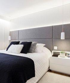 Rustic bedroom design - Quarto cinza 70 ideias cheias de estilo para adicionar a cor no ambiente Chic Bedroom Design, Headboards For Beds, Home, Home Bedroom, Bedroom Design, Luxurious Bedrooms, Bedroom Furniture, Modern Bedroom, Rustic Bedroom Design