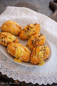 Chifle pufoase cu cașcaval, rețeta rapidă, fără dospire Baked Potato, Potatoes, Baking, Ethnic Recipes, Food, Potato, Bakken, Essen, Meals
