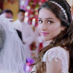 Shraddha Kapoor in a still from film Ek Villain. See more of : Shraddha Kapoor Beautiful Bollywood Actress, Beautiful Indian Actress, Shraddha Kapoor Saree, Ek Villain, Sraddha Kapoor, Prettiest Actresses, Cute Love Couple, Bollywood Stars, Bollywood Images