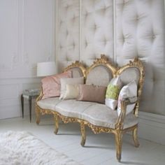 Upholstered walls are great for sound proofing a room. This is a bit opulent for my tastes, but I like the idea. Le Living, Living Room, Diy Design, Interior Design, Design Ideas, Interior Paint, Upholstered Walls, Padded Wall, Home Decoracion