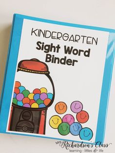 Kindergarten sight word data tracking doesn't have to be tricky! See how this teacher made it easy for herself and engaging for students! As a teacher this is a great way to keep things organized and a great idea to help students learn sight words Kindergarten Assessment, Kindergarten Language Arts, Teaching Sight Words, Sight Word Practice, Sight Word Activities, Sight Word Wall, Literacy Activities, Kindergarten Sight Words List, Sight Words