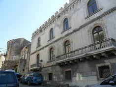 Vico del Gargano: il palazzo Della Bella, tra Scilla e Cariddi - http://blog.rodigarganico.info/2017/gargano/vico-del-gargano-palazzo-della-bella-scilla-cariddi/
