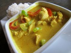 "AppeTHAIzing package at Thai House Kitsilano! ""Fresh Mango & Chicken in Yellow Coconut Curry""  (Keang Kari Gau Ma-Mung).  www.vaneats.ca Vancouver Restaurants, Mango Chicken, Thai House, Coconut Curry, Food Packaging, Thai Red Curry, Fresh, Yellow, Eat"
