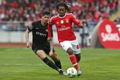 O Benfica foi ao terreno da Académica vencer por duas bolas a uma, num encontro em que os 'encarnados' precisaram de inverter uma desvantagem.