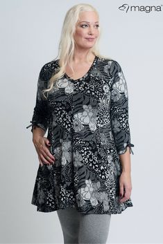 6d0f94a54c1c Flower tunic for plus size women!  magnafashion  loveyourcurves  plussize   flowers