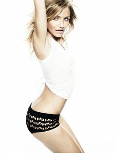 Cameron Diaz looks stunning awesome for Elle UK magazine photo shoot. Check out the awesome pictures of beautiful Cameron Diaz. John Malkovich, Cameron Diaz Workout, Divas, Bikini Pictures, Hottest Photos, Mannequin, Hollywood Actresses, Celebrity Photos, Celebrity Photography