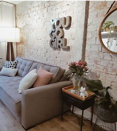 Small Living Rooms, Home And Living, Living Room Designs, Living Room Decor, Sala Vintage, Basement Guest Rooms, Cozy House, Decoration, Home Fashion