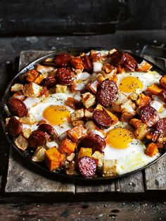 Holiday Brunch and Breakfast Recipes For Friendsgiving smoked chorizo and sweet potato hash Plats Healthy, Sweet Potato Hash, Savory Sweet Potato Recipes, Potato Hash Recipe, Cooking Recipes, Healthy Recipes, Quick And Easy Recipes, Food Platters, Brunch Recipes
