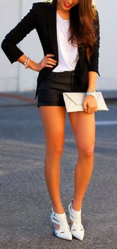 Gorgeous outfit! white tee, black blazer, black shorts, white accessories. Monochrome outfit