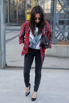 Ana del blog Less is More con camiseta de @Victoria Rockera Victoria, Plaid, Blog, Shirts, Tops, Women, Fashion, Rocker Chick, T Shirts