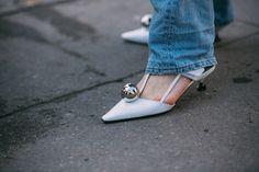 Street Style at Paris Fashion Week Fall 2017 Paris Fashion, Prada, Kitten Heels, Street Style, Shoes, Zapatos, Urban Style, Shoes Outlet, Shoe