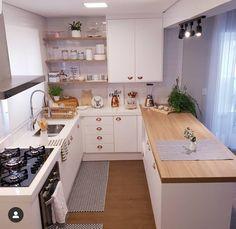Por aqui na paz da cozinha limpinha. pq por mais que vcs duvidem, essa cozinha fica a maior parte… Kitchen Room Design, Home Room Design, Modern Kitchen Design, Home Decor Kitchen, Interior Design Kitchen, Kitchen Furniture, Home Kitchens, Small Modern Kitchens, Cuisines Design