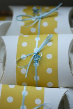 use different paper and ribbons.but cute way to package something. Baby Shower Fun, Baby Shower Favors, Baby Shower Parties, Baby Shower Decorations, Baby Showers, Baby Party, Baby Birthday, Baby Love, Party Planning
