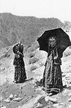 Dersim Ağanın karısı ve hizmetçisi, 1910'lar , Kurdish ladies from Dersim north Kurdistan