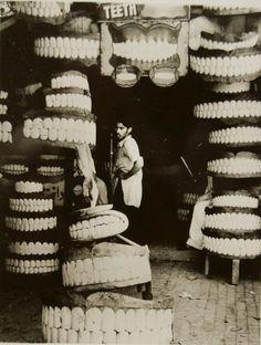 Tienda de dentaduras en la India en 1946 (Berko Photography).