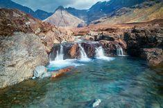 Diese magischen Bassins auf Skye ziehen jedes Jahr viele Besucher an. Wagemutige Gäste dürfen hineinspringen, aber es macht ebenso viel Spaß, einfach von Pool zu Pool zu wandern und die Szenerie zu genießen.