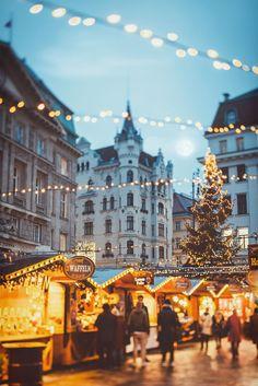 "wintercozy: ""Christmas Market by Julia Dávila-Lampe """