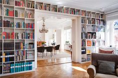 I love how the shelving spans the doorway, very usefull