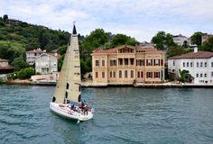 İstanbul'da boğaz gezisi önerileri. Şehir hatları vapuru mu? Yoksa Turyol gezi tekneleri mi? Seçenekler ve saat aralıkları ile beraber bu yazıda bulabilirsiniz.