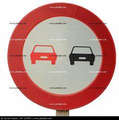 Prohibido adelantar, señal de tráfico