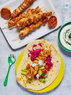 Chicken Souvlaki and Tzatziki - Pinch Of Nom Lactose Free Diet Plan, Dairy Free Diet, Low Calorie Recipes, Healthy Recipes, Healthy Food, Healthy Dinners, Savoury Recipes, Appetizer Recipes, Yummy Recipes