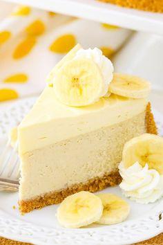Banana Cream Cheesecake - a creamy banana cheesecake with banana bavarian cream! This Banana Cream Cheesecake Recipe is made with a fresh banana cheesecake topped with banana bavarian cream! It's smooth, creamy & full of banana flavor! Banana Cream Cheesecake, Cheesecake Cake, Cheesecake Recipes, Cheesecake Toppings, Banana Cream Pies, Summer Cheesecake, Lemon Cream Pies, Homemade Cheesecake, Food Cakes