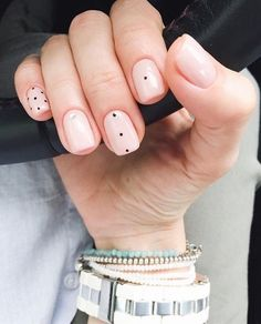 If you're not a fan of tacky fake nails or if you love unusual nail art design but you're somehow busy or lazy to do an hour manicure treatment, here's a solution! These stunning minimalist nails will assure you that less is more. Minimalist Nails, Trendy Nail Art, Easy Nail Art, Classy Nails, Simple Nails, Pink Nails, Gel Nails, Black Nails, Pastel Nail