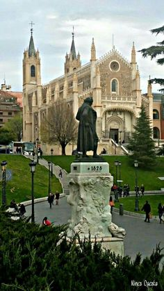 Easter would be the perfect day to visit the Iglesia de San Jerónimo in Madrid Amazing Places On Earth, Beautiful Places, Travel Around The World, Around The Worlds, Foto Madrid, Spanish Architecture, Spain And Portugal, Spain Travel, Kirchen
