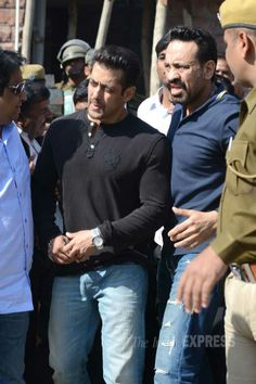 Salman Khan | Style  to get more hd and latest photo click here http://picchike.blogspot.com/