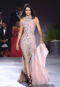 Kate Moss walked alongside the likes of Kendall Jenner, Bella Hadid and Heidi Klum Kylie Jenner Outfits, Kendall Jenner 2017, Kylie Jenner Modeling, Next Fashion, Runway Fashion, Fashion Show, High Fashion, Runway Models, Ladies Dress Design