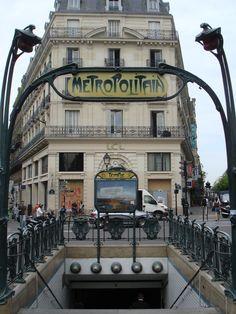 Metropolitain, Paris, France [©2010 L.A. Cecil]