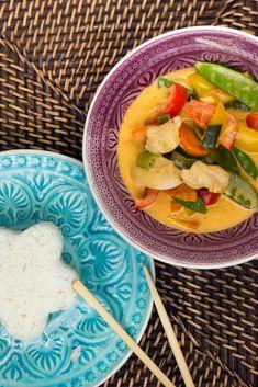 Rotes Thai-Curry mit Hähnchen, Zuckerschoten, Bambussprossen und Paprika