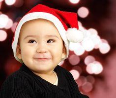 Jak od strony kulinarnej powinna wyglądać Wigilia niemowlaka? Co można mu podać do jedzenia, a z czym poczekać do następnego roku? Co ze świątecznego...