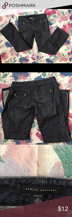 Brand New! Size 8 by Banana Republic Jeans NWOT-Banana Republic stretch size 8 blue jeans with flare bottoms and side slots at outside ankles. Two double buttoned back pockets and two double buttoned decorative front pockets with scoop pockets below them. Made of 99% cotton and 1% spandex. These are straight cut flare bottom jeans. For the discount of 20% off of 3+ items, use the regular bundle feature! Thank you for visiting my closet! Banana Republic Jeans Flare & Wide Leg