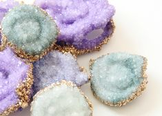 Although I knew about the crazy experiment of making borax crystals, it was when I saw the crystal topped jewelry box project over on Etsy by Amanda Kingloff that my love affair with the craft was reignited. Cute Crafts, Crafts To Make, Crafts For Kids, Arts And Crafts, Diy Crafts, Borax Crystals, Diy Crystals, Diy Projects To Try, Craft Projects