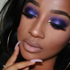 pink lips and blue eyes Purple Eye Makeup, Purple Eyeshadow, Glam Makeup, Makeup Inspo, Makeup Ideas, Bridal Makeup, Beauty Makeup, Beauty Tips, Pink Lipstick Lingerie