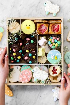 Constellation Inspiration: The Best Sugar Cookies (for Easter! Easter Cookies, Easter Treats, Holiday Cookies, Slow Cooker Desserts, Cookie Box, Cookie Gifts, Box Deco, Cookie Packaging, Baking Packaging